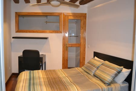 Double bedroom in outstanding flat, very central - Madrid - Apartment