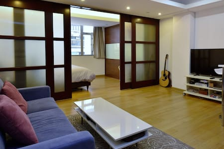 Cosy spacious flat in Central - Apartment