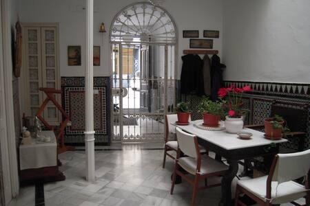 Acogedora y tranquila habitación en pleno centro - Hus