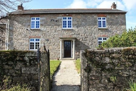 Large semi-detached Farm House - Cornwall - House