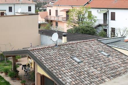 grazioso appartamento in centro paese - Opera - Wohnung