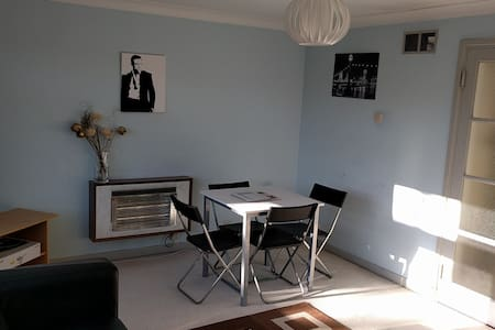 Intro Offer 2 - Contemporary Flat in Leatherhead - Appartement