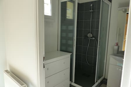 Chambre avec salle de bain privative,jardin - Saint-Martin-la-Plaine - Hus