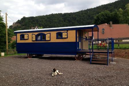 Roulotte équipée en gîte à Obersteinbach en Alsace - Jiné
