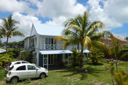 Chez Jaz & Val - 100m from the beach! - Blue Bay