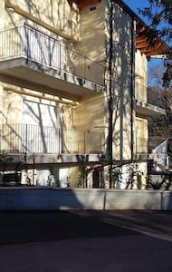 Appartamento confortevole  luminoso - San Pio delle Camere - Wohnung