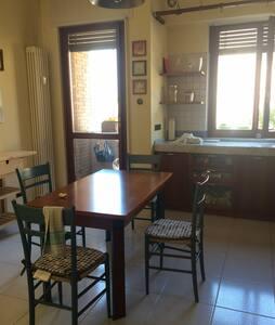 Ampia camera,luminosa,accogliente. - Pesaro - Apartment