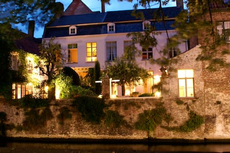 luxurious and romantic canalside room - Brugge - Bed & Breakfast
