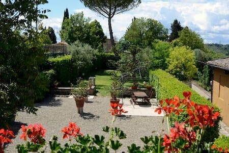 Villa Luna con piscina e giardino - Siena