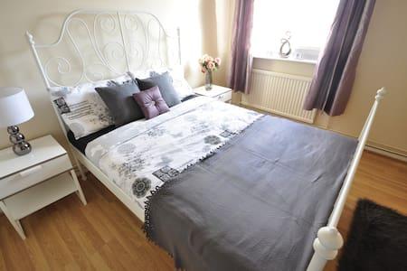 (13STC-3) NICE ROOM NEXT TO RIVERSIDE - Apartmen