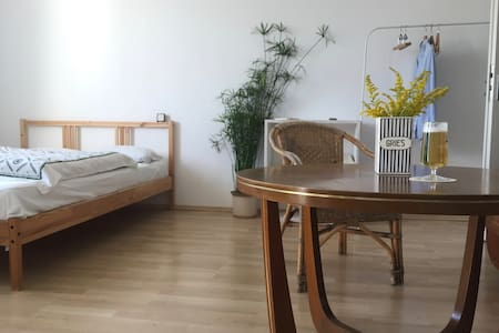 Stay in this unique hip flat and visit Oktoberfest - Appartement