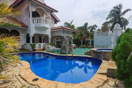 Negombo Beach Villa Double Room (Green) - Negombo