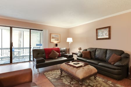 Gorgeous Vacation Condo in Prime Location #256 - Jacksonville - Condominium