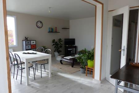 Appartement spacieux,proche La Rochelle - Byt