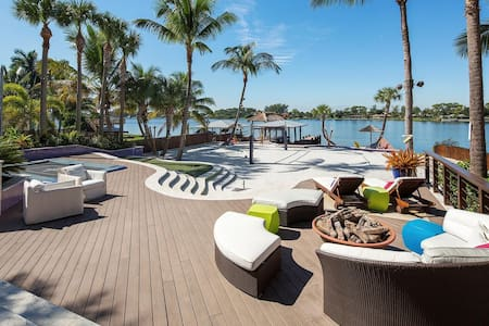 Resort-Style Lakefront House - Haus
