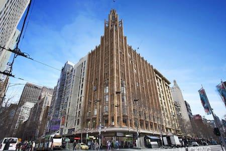 Cozy bedroom in Art Deco building - Melbourne - Bed & Breakfast