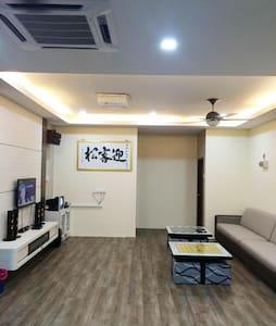 家庭娱乐豪华民宿 :舒适干净,卫星电视 ,卡拉OK点唱机 ,无线上网 - Bukit Pasir