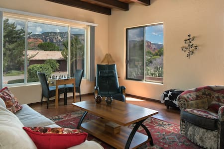 Heart of Sedona with a Cottage-style Feeling - Hus