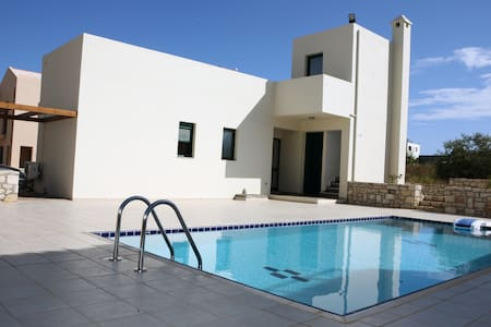 A home away from home! Villa Athina - Asprouliani - Huis
