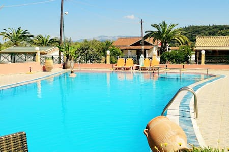 Tranquil moments in split-levels apartment w/pool! - Huoneisto