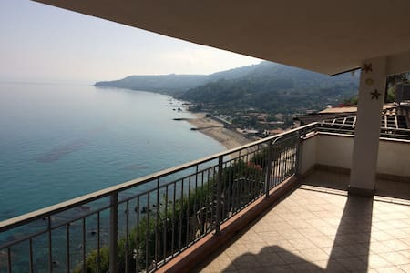 Beautiful house with breathtaking view by the sea - Marina di Bordila - Wohnung