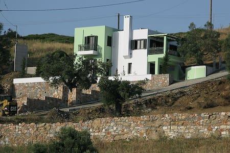 Yiatnana Villa - Greece - Agii Apostoli - Hus
