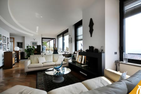 FLAVIUS - Private room in a LUXURY apartment - Napoli - House