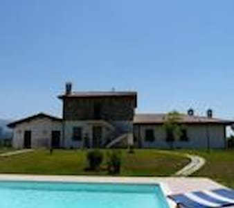 camere private in villa con piscina - Assisi