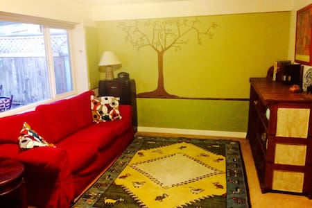 Eclectic, Clean & Cozy Suite near UVIC - Victoria - Appartement