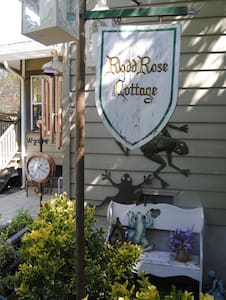"""RoddRose Cottage""  A true B&B experience - Roseville - Maison"