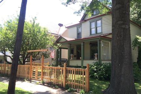 Parkside House in Walkable Oakmont - Oakmont - Casa