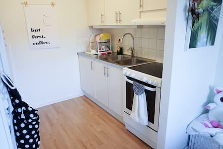 Mysig central lägenhet med balkong - Örebro - Appartamento