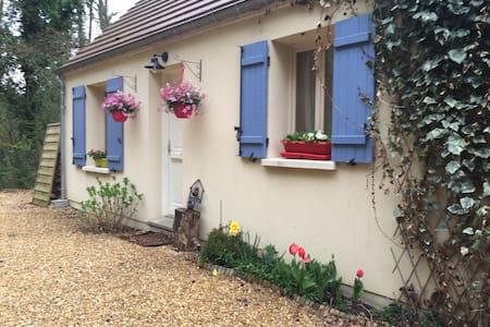 Maison en forêt de Compiègne, jacuzzi et sauna ^^ - Dům