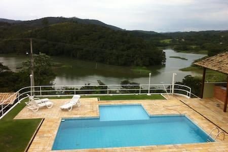 Casa para verão e inverno a 40 km de São Paulo - Mairiporã - House