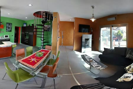 House'n'Kite - Casa giovane, moderna e colorata - Nurachi - Hus
