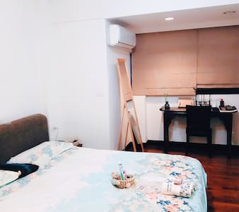 Cozy ,nearby the MRT with parking space. Female - Apartment
