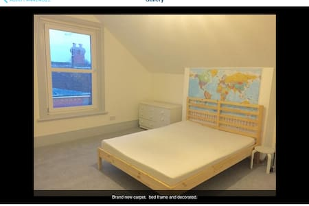 Large double room in family home - Worthing - Apartment