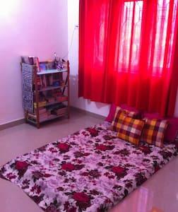 Clean, cozy room in Miramar! - North Goa