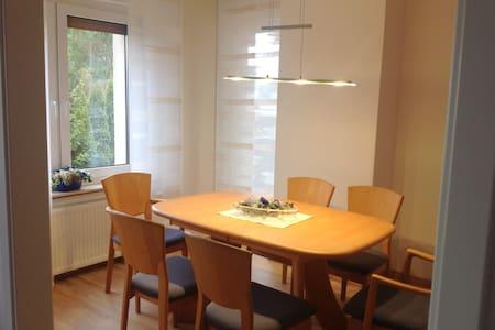 Ferienwohnung Schöne Aussicht, ideal für Langzeit - Condominium
