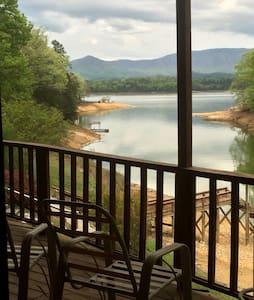 Lia's Lakeside Lodge - Dandridge - Talo