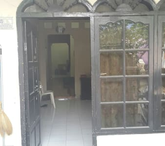 Cheap room in central Jakarta - Hus
