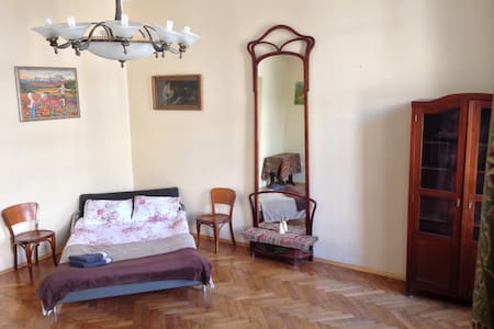 Former artist's, private room, shared bath, wi-fi - L'viv - Flat