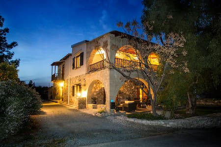 Village villa B&B Larnaca countryside charm - Bed & Breakfast