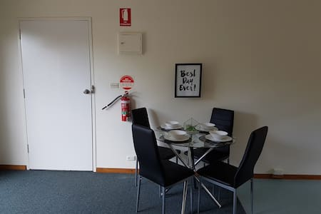 Cosy 2 bedroom apartment close to everything - Geelong - Huoneisto