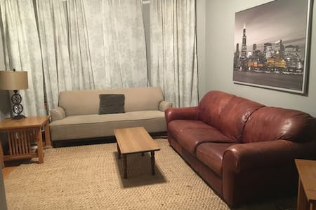 Large Private 3 Bedroom Apartment - Chicago - Apartment