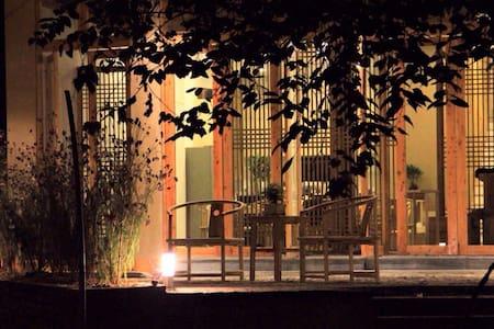 【方至】肇兴侗寨河边文艺精致窗外超美风景房 - Hus