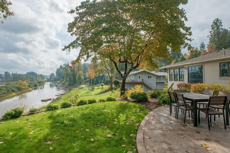 Private Willamette Riverfront Oasis - West Linn - Huis