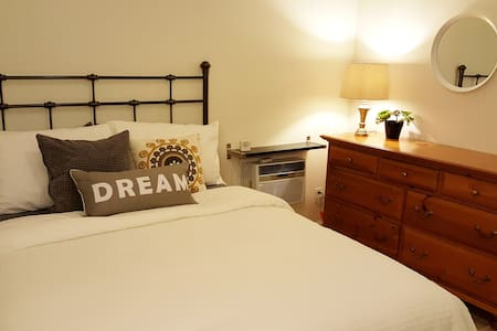 Charming & Bright Studio Suite with Pool - Culver City - Apartment