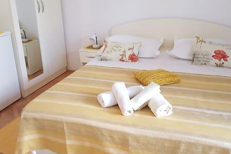 Villa Antonia - bedrom for 2 - Dům pro hosty