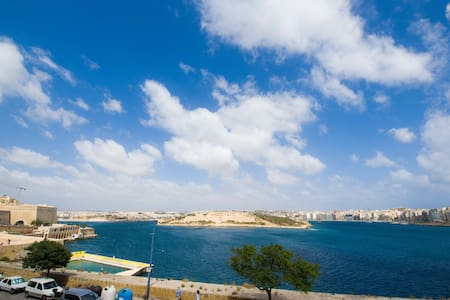Lovely Duplex Apartment with Views - Valletta - Lägenhet